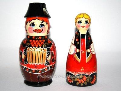 UITVERKOCHT Russische souvenir 'Ivan en Marja', 2-delig