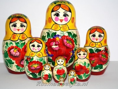 UITVERKOCHT Traditionele Matroesjka 'Rossiyanka', 9-delig